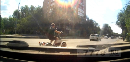 Катался сегодня по городу и увидел трехколёсный влосипедо-электро-мопед ))