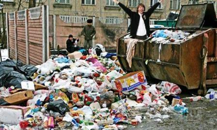 Джентльмен у мусорных баков