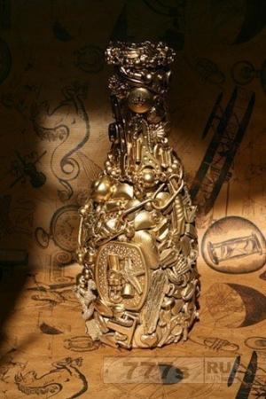 Интересные идеи декора - золотая бутылка!