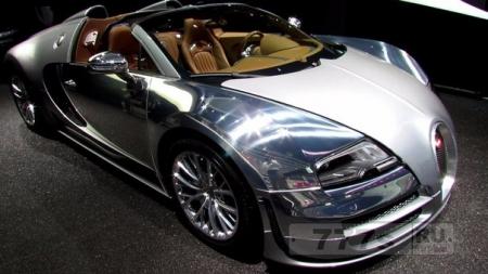 Фарфоровая куколка Bugatti Veyron.