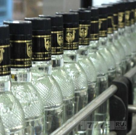 Пить в России стали меньше, но отравления алкоголем продолжаются