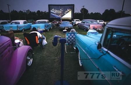 Автомобильный кинотеатр в Ростове