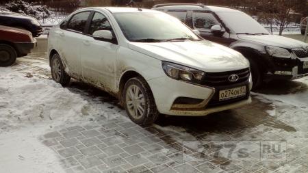 Лада Веста ( Lada Vesta )  уже ездиет по городу ростову.. С виду хорошая машина !
