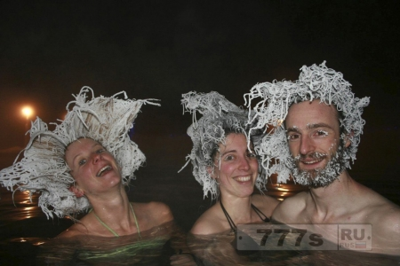 История фото: люди с замерзшими волосами