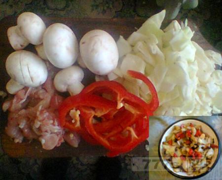 Кулинария: жареная капуста с грибами и перцем.