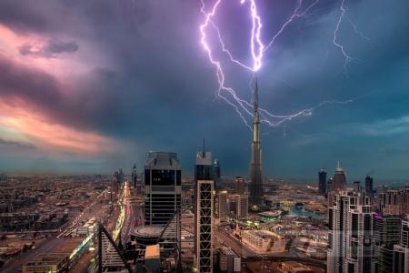 Молния ударила в Burj Khalifa