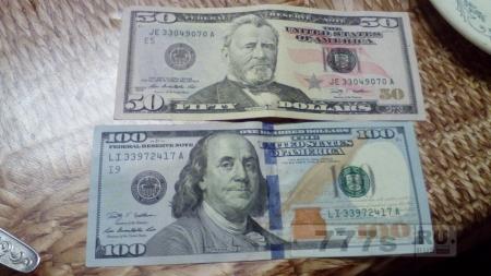Вот сегодня мне попались новые и красивые банкноты Доларов $$$ Dollars 50 и 100 ! Фото