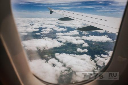 Почему шторки на окнах открыты при взлете?