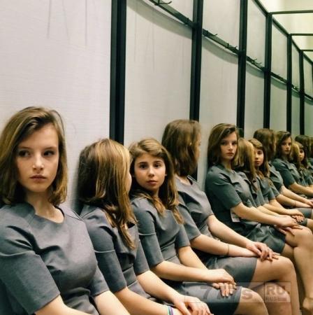 Сколько девушек на фотографии?