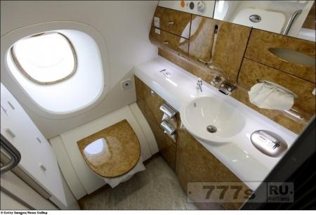 Куда деваются отходы из туалетов в самолете?