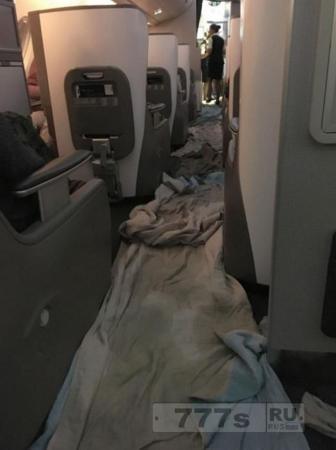 Пассажиры проснулись в затопленном салоне