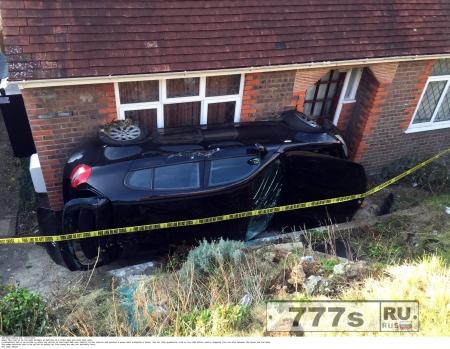 Утратив контроль над машиной, шофер удачно припарковал ее