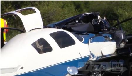 Самолет взял на таран автомобиль: есть жертвы