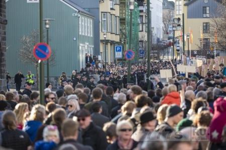 Протесты в Исландии и Париже из-за утечек в Панама досье