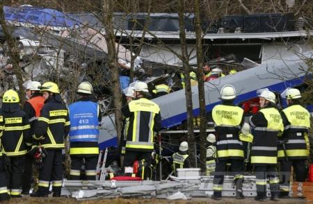 11погибших при крушении поезда, потому что сигнальщик играл в игры