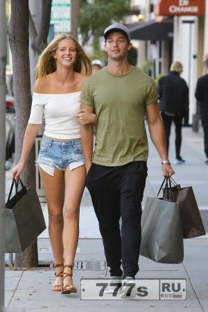 Патрик Шварценеггер делает покупки с подружкой-моделью Эбби Чемпион