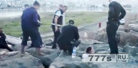 Девушка застрела между двумя камнями, пытаясь сделать селфи в Турции