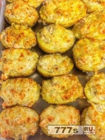 Кулинария: запеченный картофель с семгой и сыром