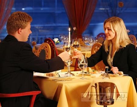Сколько женщин считают, что мужчина должны платить за ужин на свидании