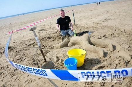 Полицейские построили «замок из песка» голой женщины - жертвы убийства