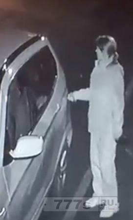 Женщина, которая ключом царапала автомобили соседей, заплатит за ущерб