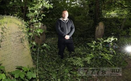 Охотники за призраками наткнулись на съемки порно на кладбище