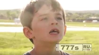 У мальчика папа вырывает зуб … вертолетом