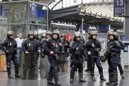 Десятки подозреваемых в терроризме во Франции «исчезли с радара» перед Евро-2016