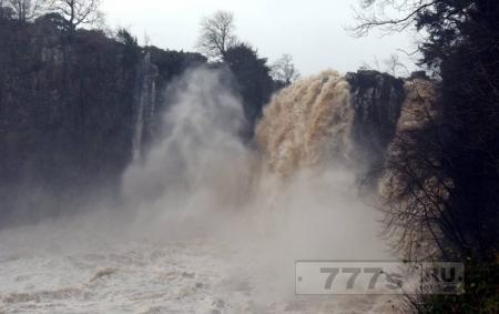 Подросток, 16 лет, умер после купания под водопадом