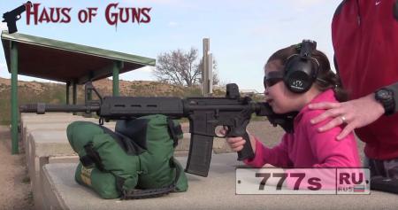 Папа учит 7-летнюю девочку стрелять из винтовки, какую использовал убийца в Орландо