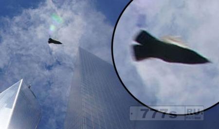 «Неопознанный самолет» был сфотографирован над Всемирным торговым центром