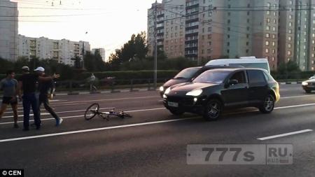 Среагировали на велосипедиста и сами себя подставили