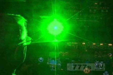 Мужчины, светившие лазерной ручкой в кабину вертолета, отправлены в тюрьму