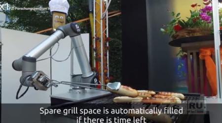 Робот делает барбекю сосиски для вас