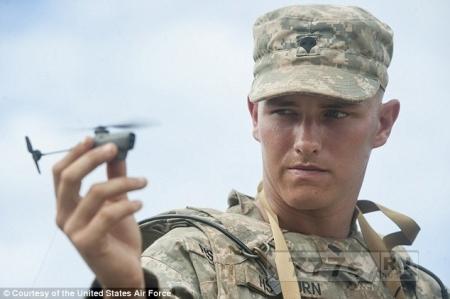 Карманные беспилотники, которые могут шпионить за вражескими войсками.