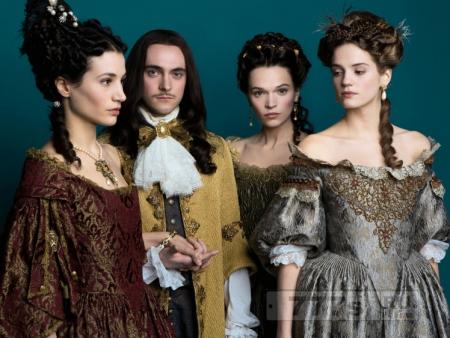 Вот, что происходит, когда вы одеваетесь, как дамы 17-го века в Версале для работы
