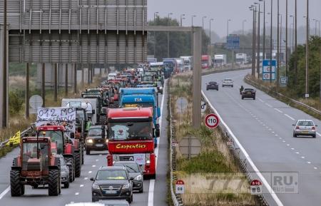Великобритания построить 4-х метровую стену, чтобы сдержать мигрантов из Кале
