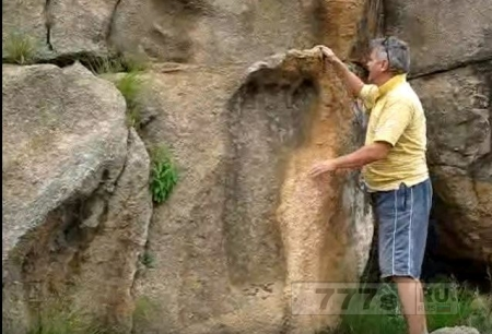Открытие огромного следа отпечатавшегося в твердом камне подтверждает, что великаны жили на земле