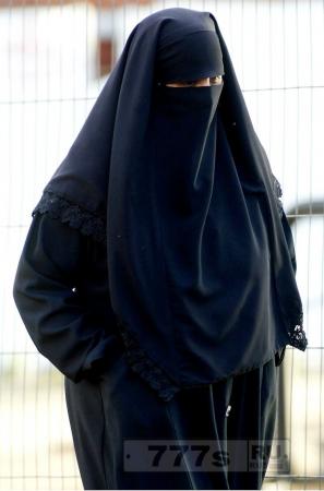 В Британии женищинам-полицейским могут разрешить носить бурки