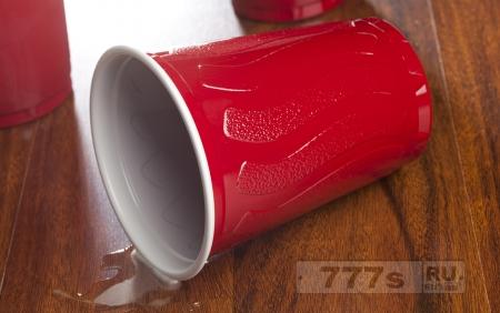 Франция просто запретила все пластиковые чашки, тарелки и столовые приборы