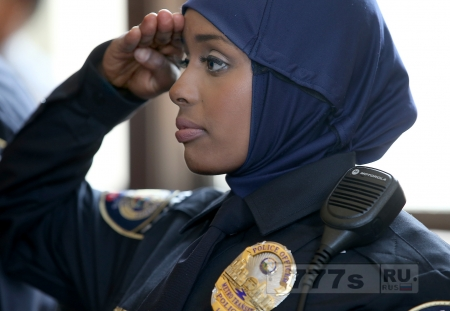 Второе подразделение полиции заявляет, что не исключает разрешить бурку в полицейской униформе.