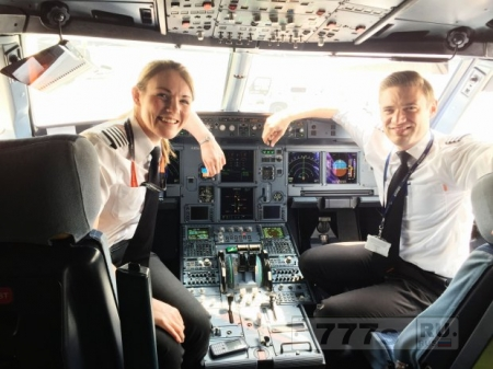 Женщина стала самым молодым командиром самолета в коммерческой авиакомпании