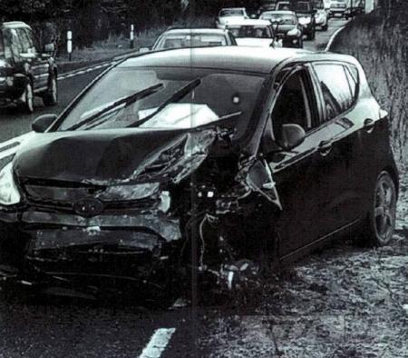 Мужчина проехал на машине в разбитом состоянии 10 миль