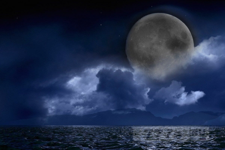 Люди убеждены в том, что «Черная луна» в пятницу означает, что мир идет к концу