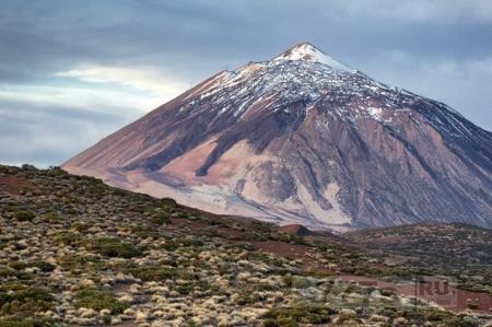 Знаменитый вулкан на Тенерифе может начать извергаться после 100 мини-землетрясений поразивших остров