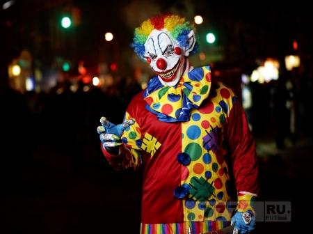Жуткий клоун в окровавленном пончо, блуждал по Манчестеру
