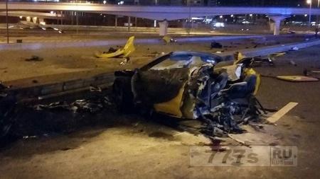 Захватывающая авария расщепила автомобиль пополам, но все выжили