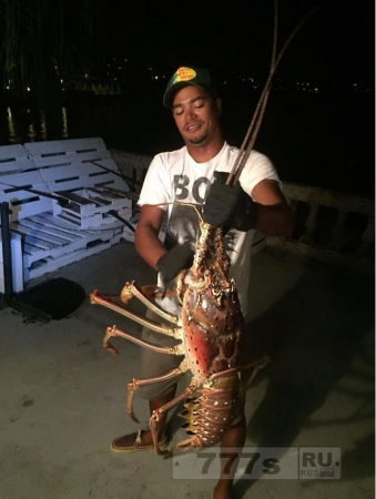 Капитан рыболовного судна был ошеломлен, когда он выловил омара гигантского размера