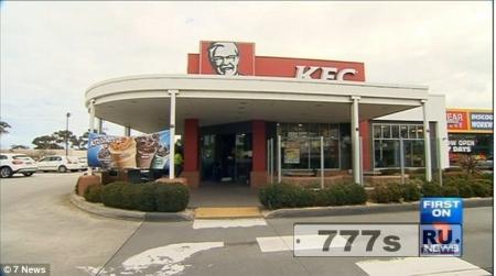 16-летний рабочий из KFC получил ожоги второй степени когда передвигал ванну с горячей подливкой