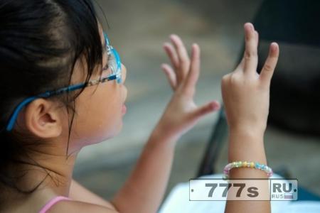 Научите своих детей, считать по пальцам, это сделает их умнее в математике